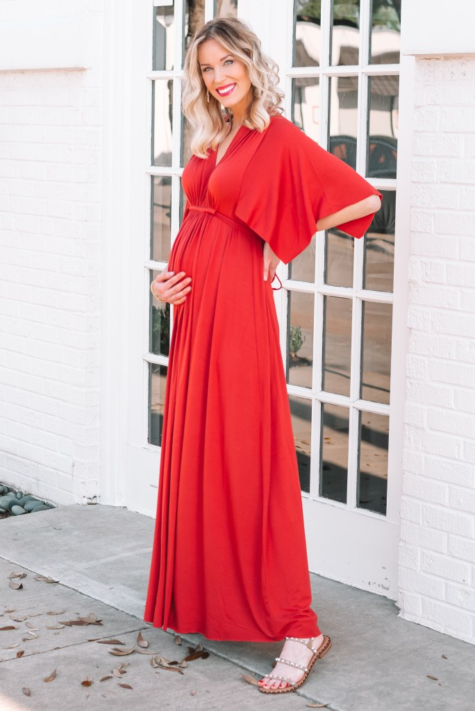 best maternity dress for photoshoots or baby showers, maternity photoshoot dress idea, maternity photos, caftan style maternity dress
