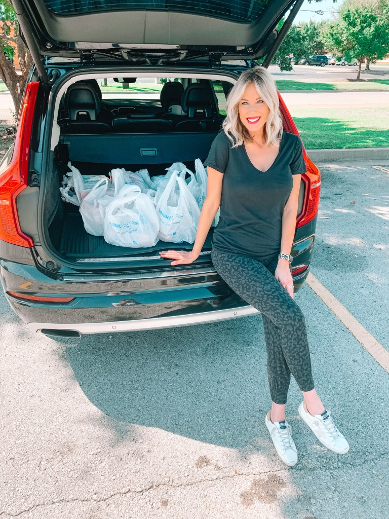 We've used Walmart's Online Pickup & Delivery service for four years now, and today I am sharing all the details on how easy it is to do a contactless grocery pickup!