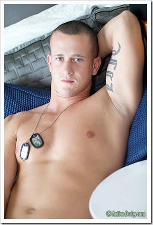 porn-army-gay-A Marine Thats Hung Like A Horse (15)