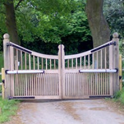 Straight Line Fencing Gates