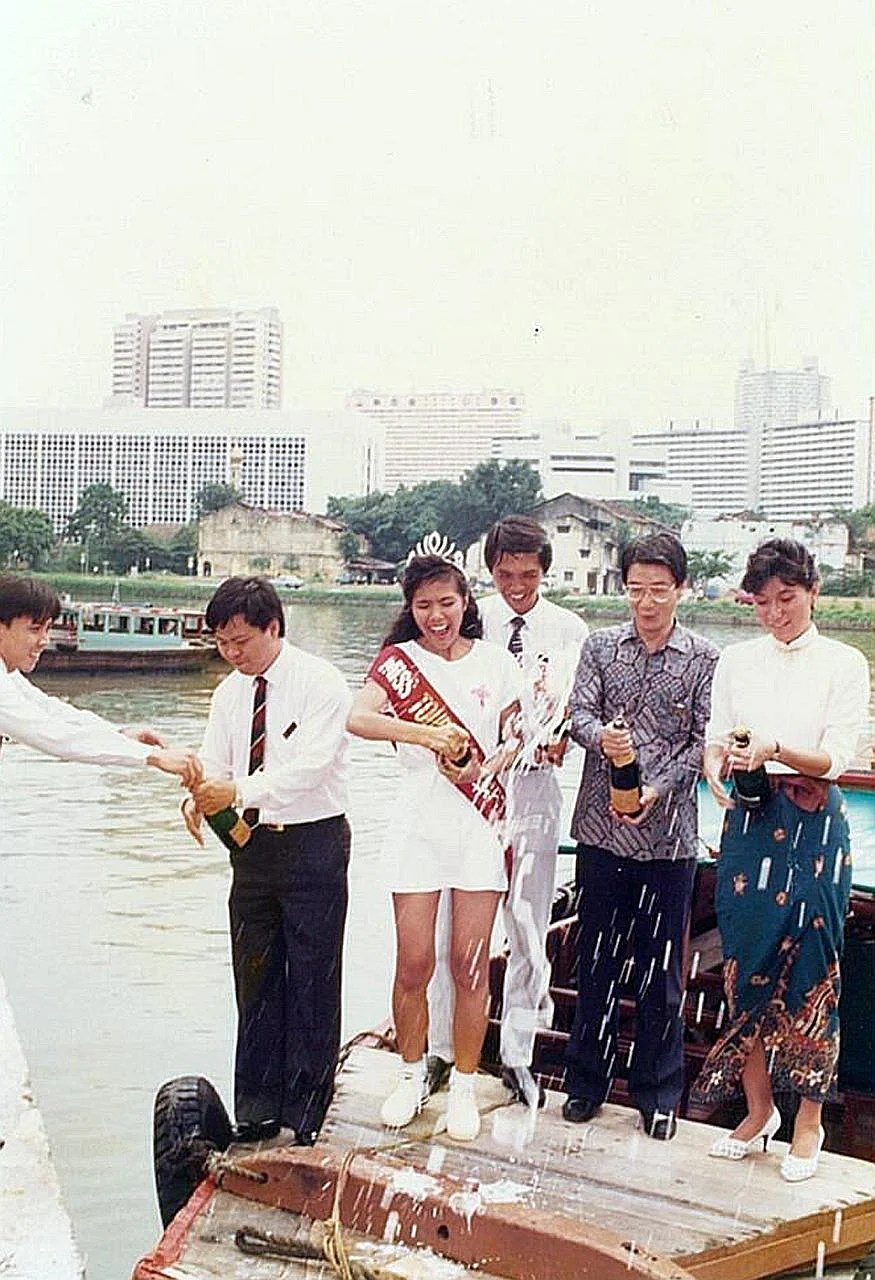 Mr Png Yiow Beng (centre) celebrating the launch of the Singapore River Cruise with Miss Tourism Singapore and others in 1987. Mr Png Yiow Beng on a Singapore River Cruise bumboat. He started the service in 1987 with only four bumboats but his fleet