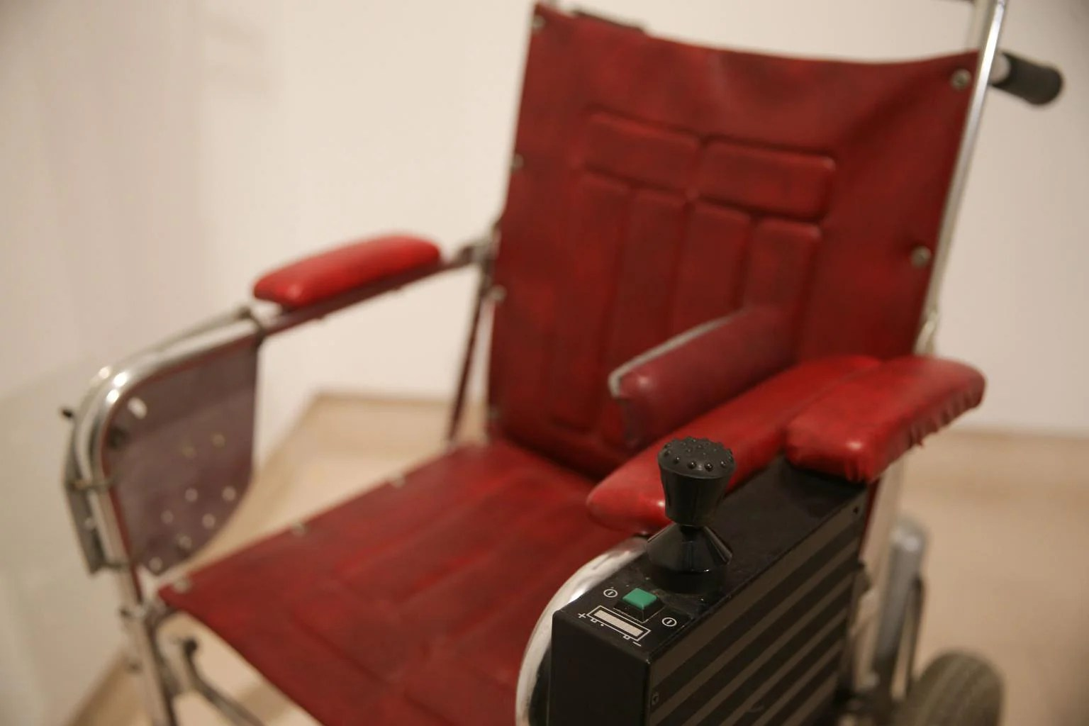 wheelchair genius wedding table and chair rental prices stephen hawking 39s thesis sell for s 1 6