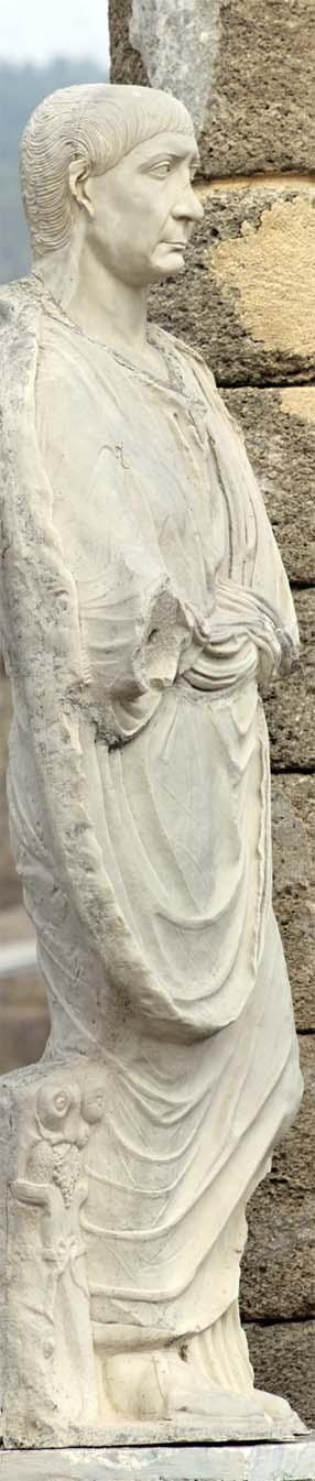 Basilica_Statue
