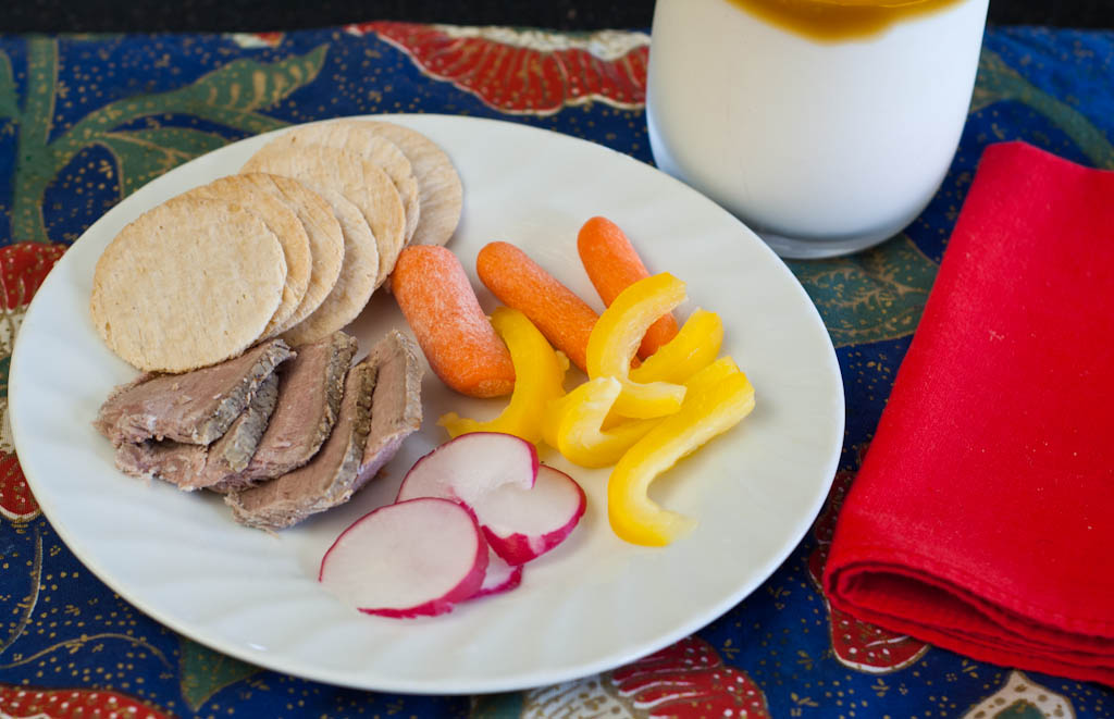 Morning Snack: Crackers, carrots, peppers, radish and sliced beef with milk