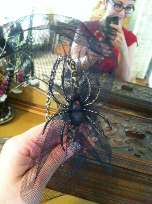 Planet Pinup spider fascinator