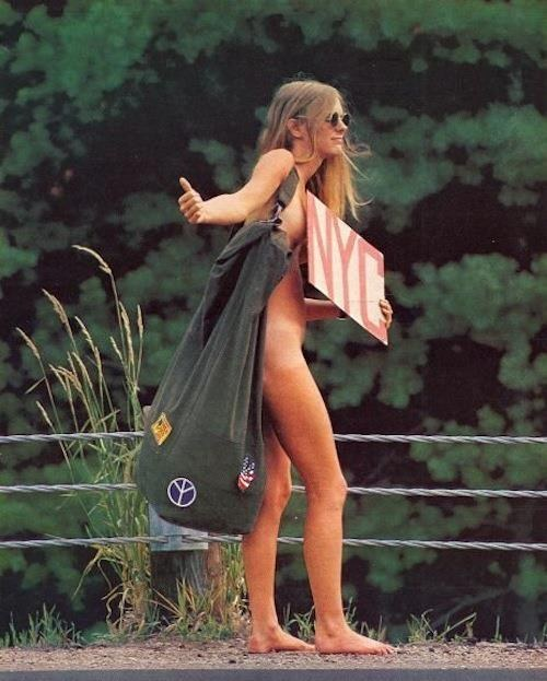 https://i0.wp.com/www.strangehistory.net/blog/wp-content/uploads/2017/01/A-woman-hitchhiking-back-to-New-York-after-a-festival-in-1969.-Copia.jpg