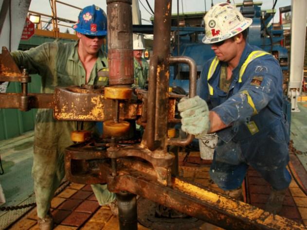 worlds-most-dangerous-jobs-top-10-oil-rigger