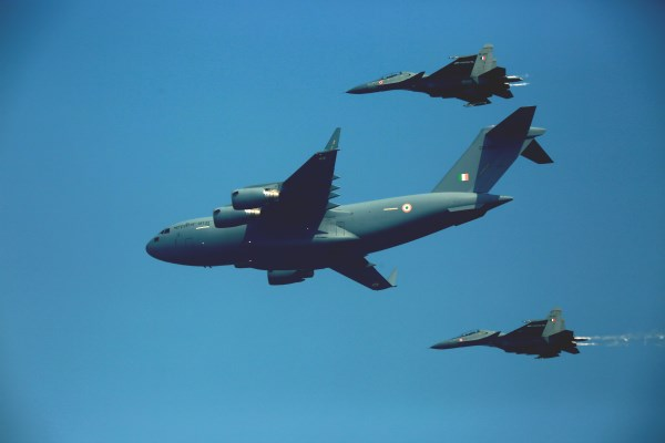 Indian Air Force Boeing C-17 Globemaster III escorted by Sukhoi-30MKI aircraft | Photo: Saurabh Joshi/StratPost