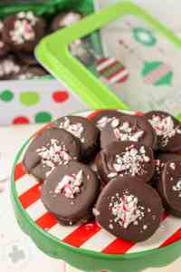 Peppermint and Chocolate are a match made in cookie heaven in these Chocolate Peppermint Cookies. With a light sprinkling of candy canes on top, these would make a festive addition to your holiday cookie tray this year! | Strawberry Blondie Kitchen
