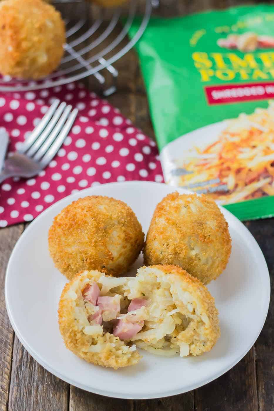 Crispy, crunchy and packed with ham and cheesy goodness, these Ham and Cheese Stuffed Hash Brown Balls should be on your next breakfast and brunch table! | Strawberry Blondie Kitchen