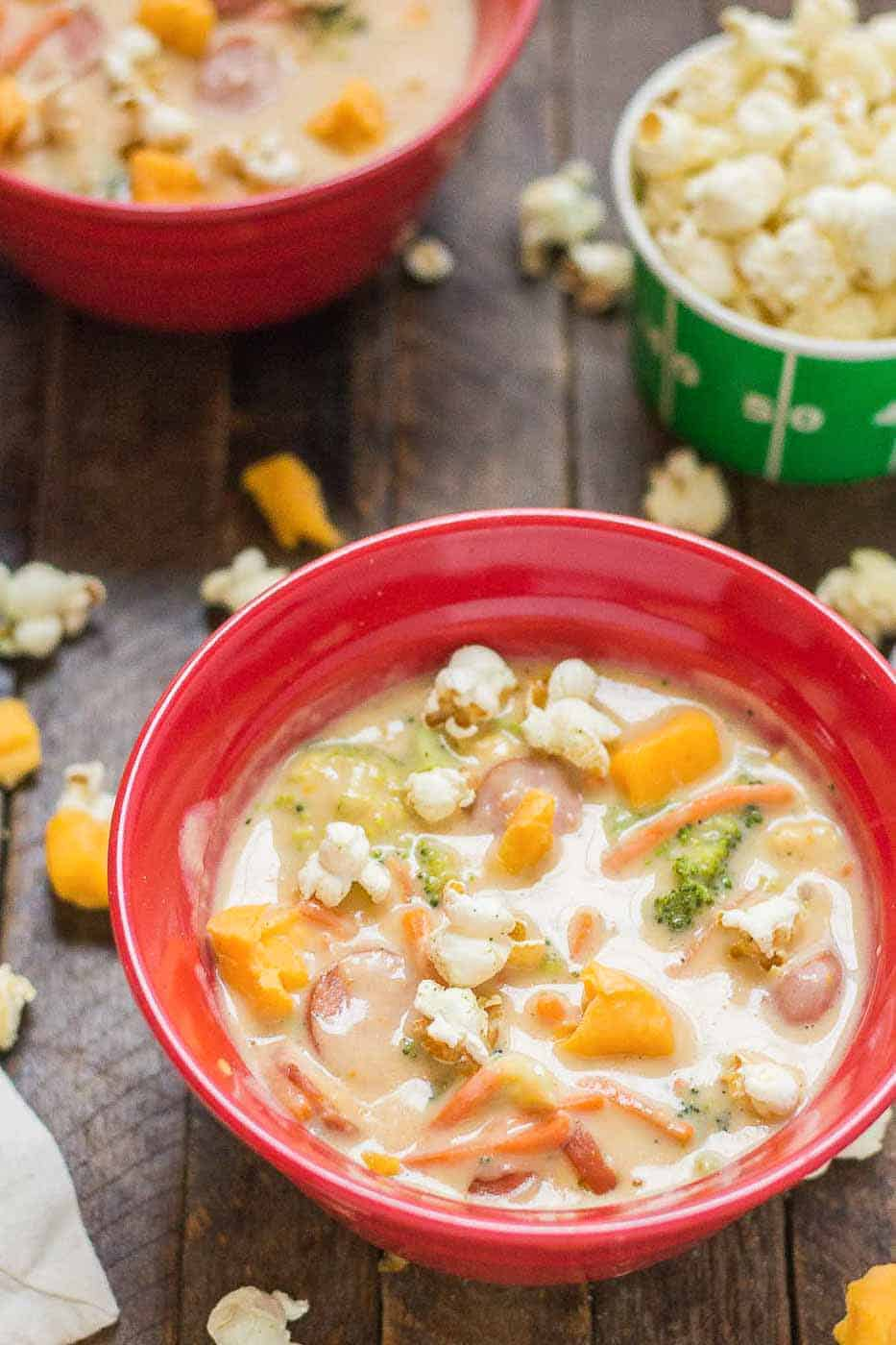 This smoked sausage and beer cheese soup is bursting with smoked sausage, sharp cheddar and beer that's stick to your ribs hearty and delicious! | Strawberry Blondie Kitchen