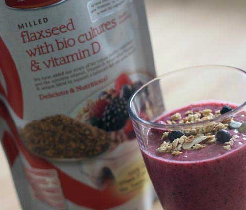 Peach, berry and banana healthy smoothie recipe | Strawberry Squeeze
