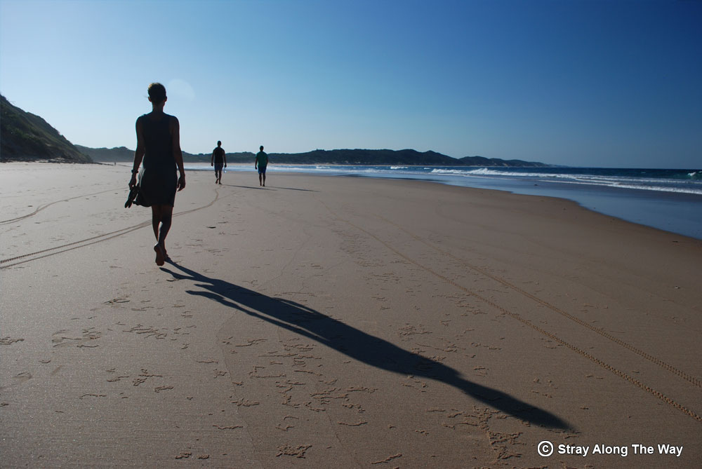 Walking-on-the-beach-at-Bella-Rocha-Mozambique