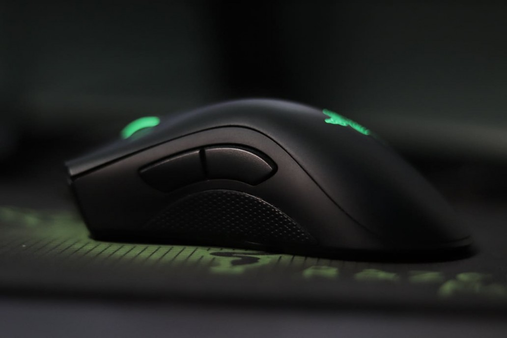 ergonomic gaming mouse featured image