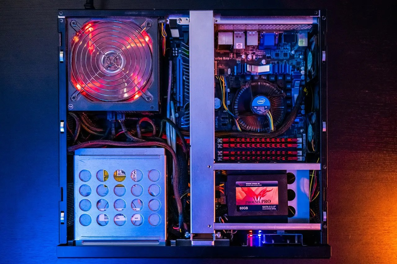 Difference Between Full Tower vs Mid Tower Case - Which PC Case Should You Buy?