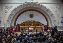 Photo of Sbeffeggiata e derisa dai deputati chavisti la delegazione di parlametari europei in visita all'assemblea venezuelana.