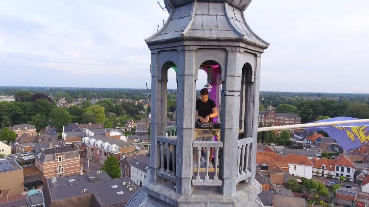 Bijzonder dj-optreden: vanaf het bovenste puntje van de kerktoren