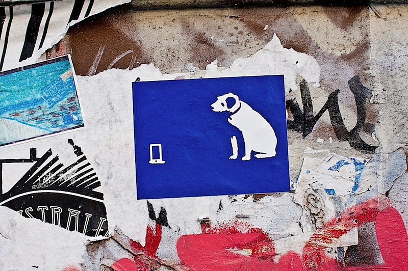 nipper_with_ipod_street_art.jpg