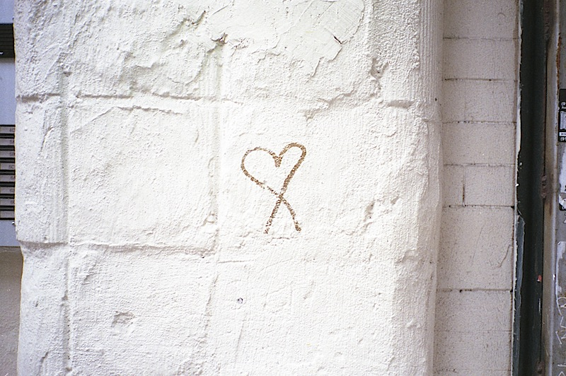 a_graffiti_heart_on_a_wall_in_nyc.jpg