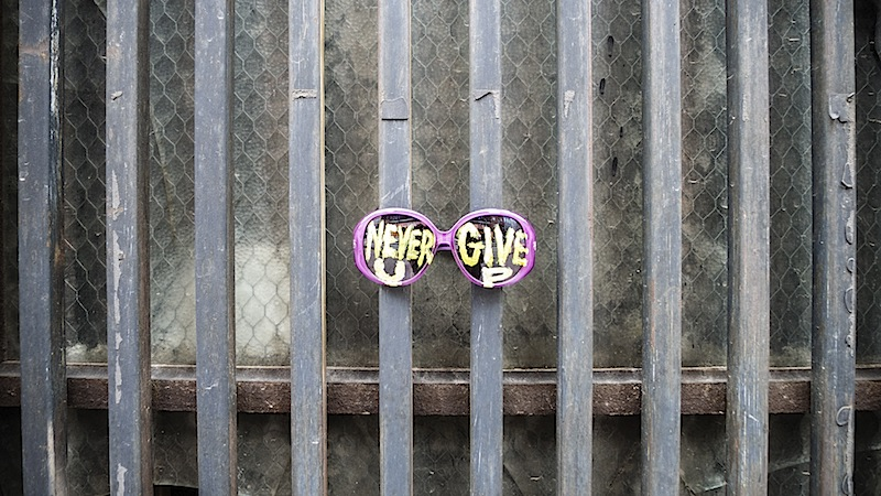 never_give_up_sunglasses_street_art.jpg
