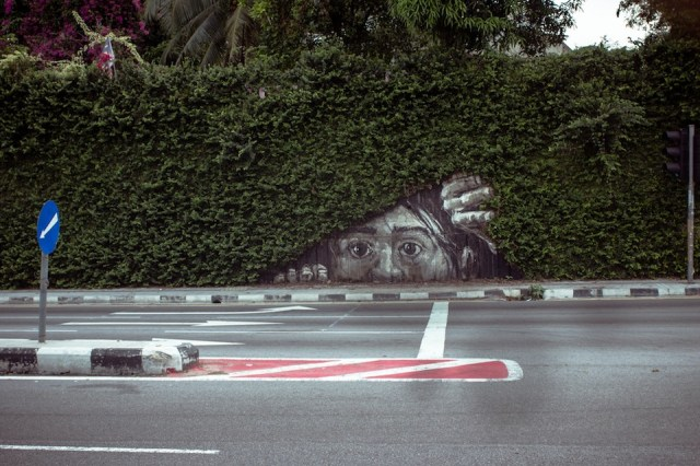 Street Art by Ernest Zacharevic in tribute to Pasha P183