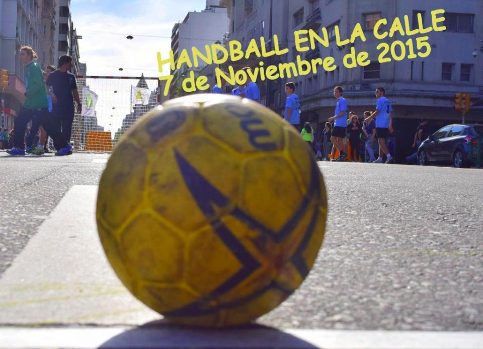 347-uruguay-handball-en-la-calle-in-front-of-city-hall-montevideo-street-handball19