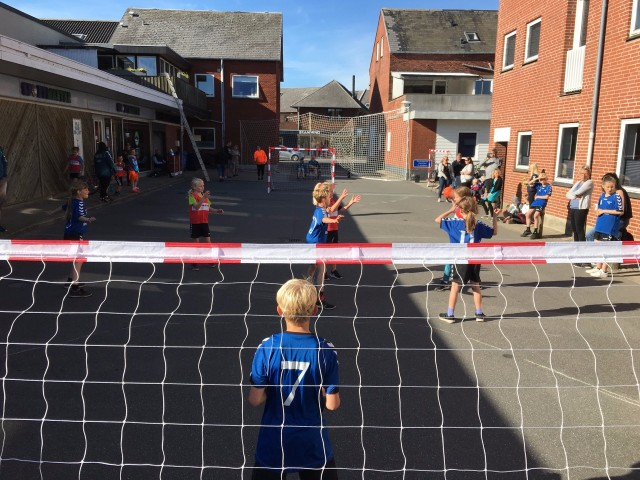 Street Handball, Everyone can play with Fair Play rules girls and boys, fun and music
