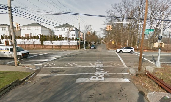 A motorist waits to make a left turn from Hylan Boulevard onto Bayview Avenue, the same turn taken by the driver who struck and killed Jenna Daniels on Saturday afternoon. NYPD blamed Daniels for the collision. Image: Google Maps