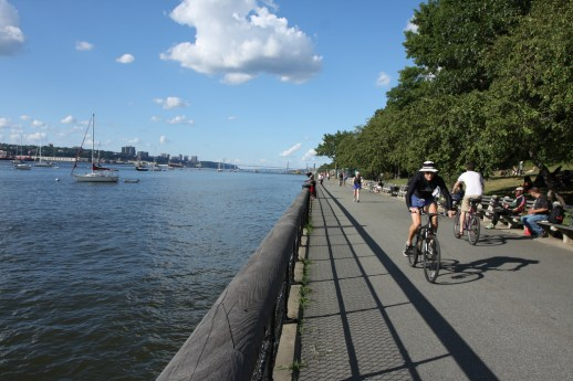 A Park Department proposal could prohibit cyclists from biking along the west side waterfront between 73rd Street and 82nd Street. Image: Flickr