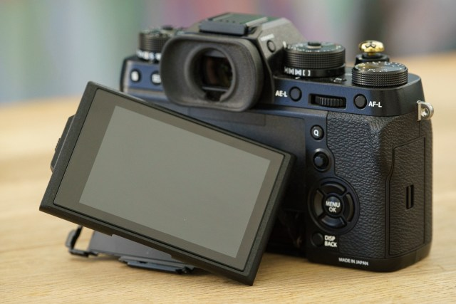 Fuji XT2 Street Photography Review - Articulated LCD