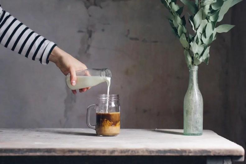 Adding milk to coffee