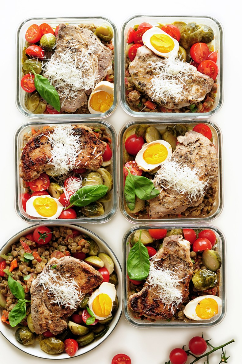 Sous vide pork loin and Brussels sprouts served on a bed of Mediterranean lentil salad with hard-boiled eggs… This is an incredibly satisfying low-carb and high-protein meal that you can prepare on a Sunday afternoon for your workday lunches.