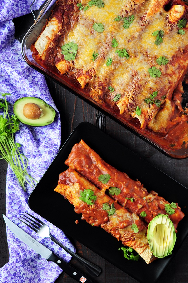Looking for a street-smart way to use up leftover turkey or an exciting dish to spice up a weeknight? These healthy turkey enchiladas fit the bill just fine.