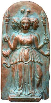ecate statua  Ecate, dea degli incantesimi e degli spettri – Strega Viaggiatrice