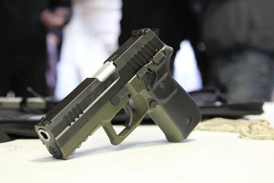 Predstavitev slovenske pištole Rex Zero 1
