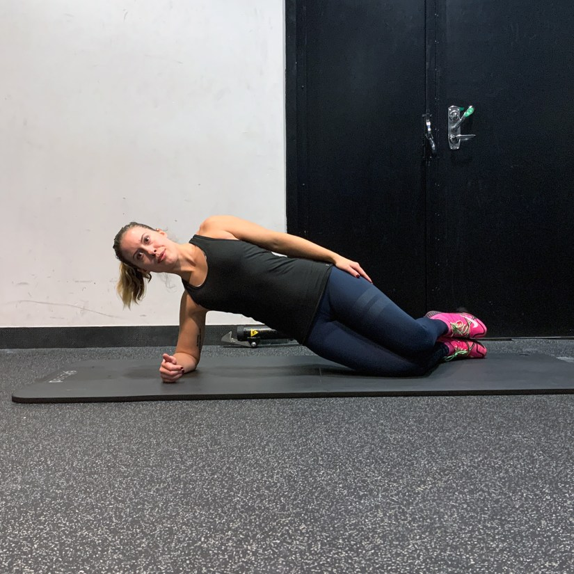 Kneeling side plank exercise technique