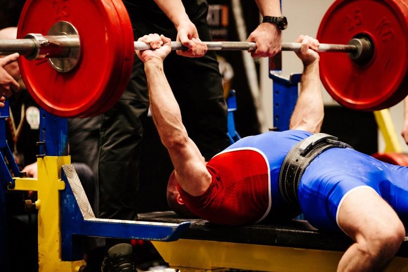 Powerlifter training for strength