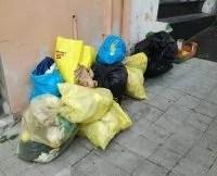 Reggio Calabria, cumuli di rifiuti da oltre dieci giorni al