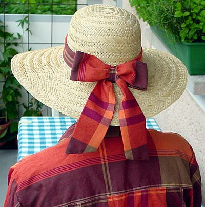 Hut mit Schleife / hat with bow