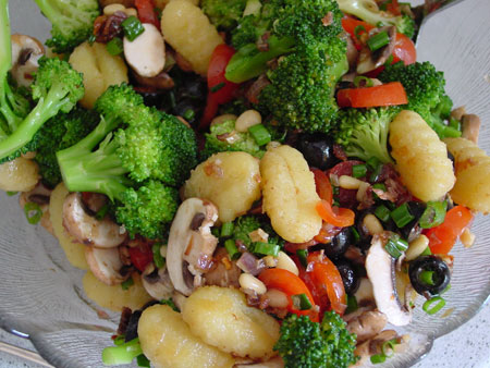 Brokkoli-Salat mit Gnocchi