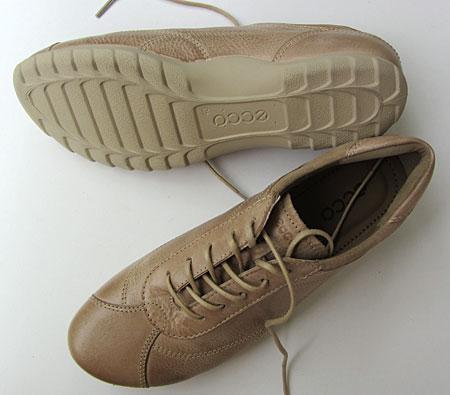 Neue Schuhe in Beige