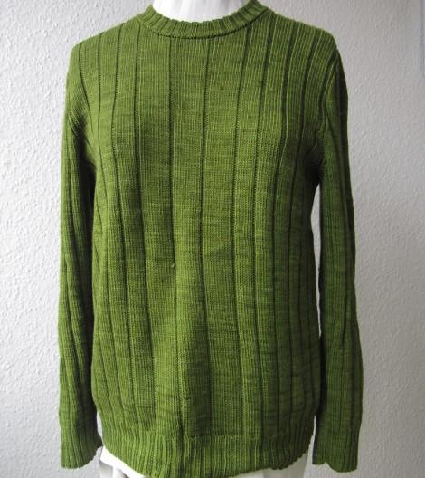 schlichter Pullover im Rippenmuster