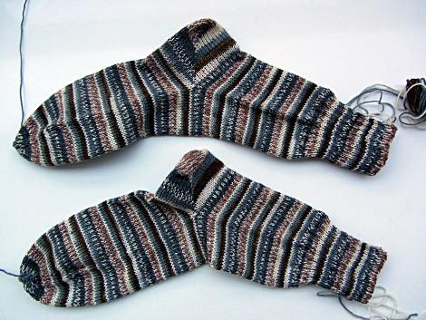 gleich gemustertes Sockenpaar