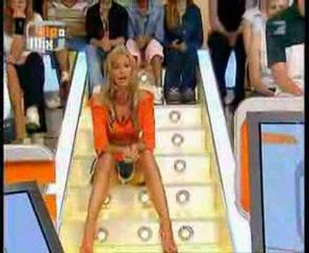 In diretta tv alla bella presentatrice le si vede tutto