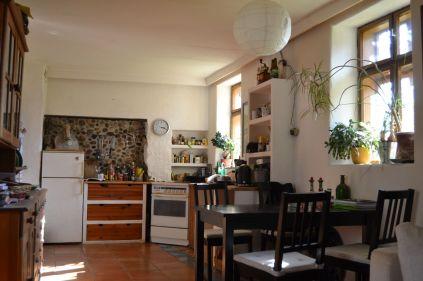 Mediterrane Küche aus Ytong mit Lehmputz und Kalkfarbe