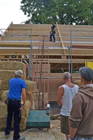 strawbalehouse-ernstbrunn-roof-infill-5