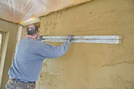strawbalehouse-summerau-clayplaster-70