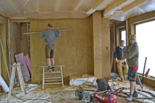 strawbalehouse-summerau-clayplaster-94