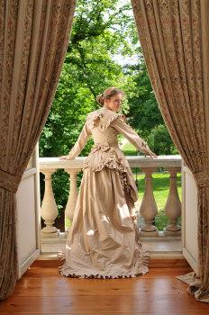 Suknia z Tuniką z XIX wieku (1869r.)