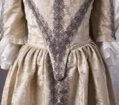 suknia z adamaszku jedwabnego 1660 (2 of 8)